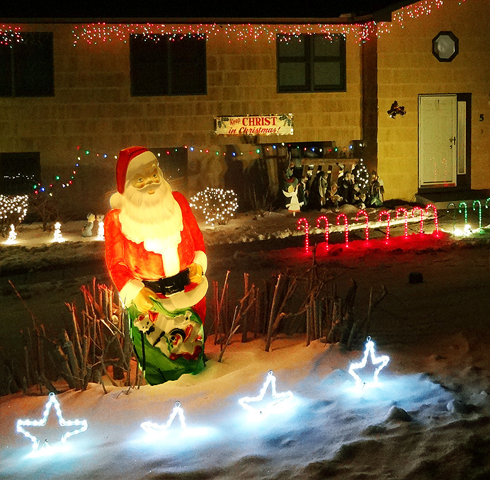 Lawn Santa